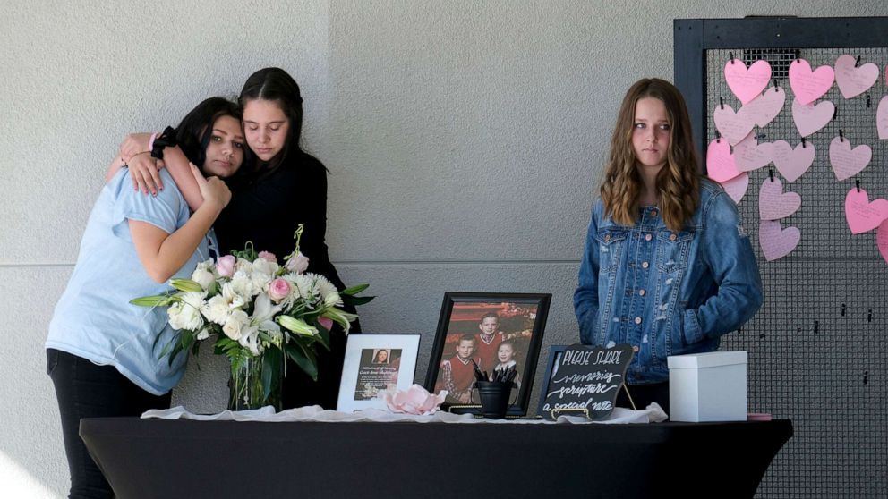 Santa Clarita school shooting victims mourned at memorials