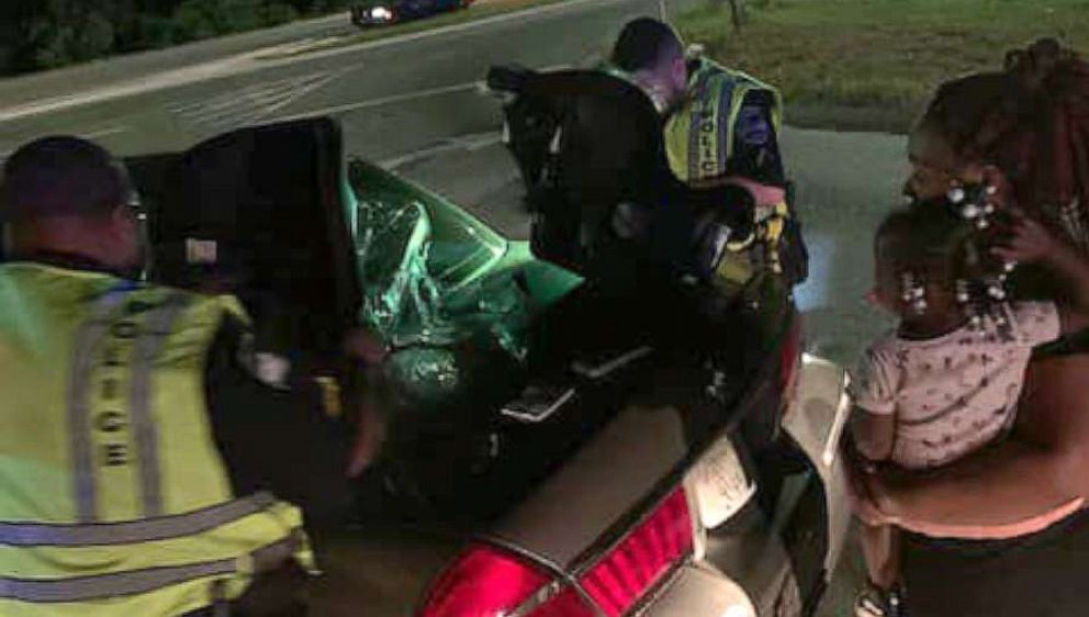 PHOTO: Savannah Police highway patrol officers gave a woman new car seats for her children.