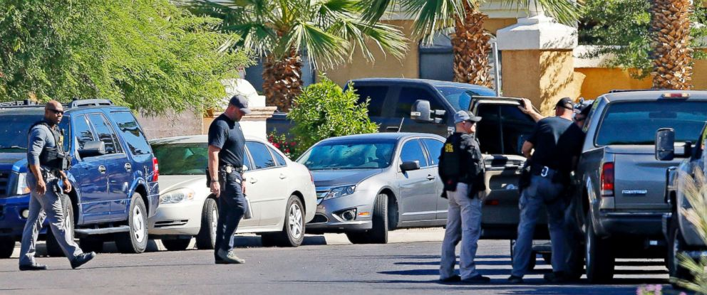 PHOTO: Police surround a hotel where a suspect wanted in multiple killings was staying in Scottsdale, Ariz.on June 4, 2018.