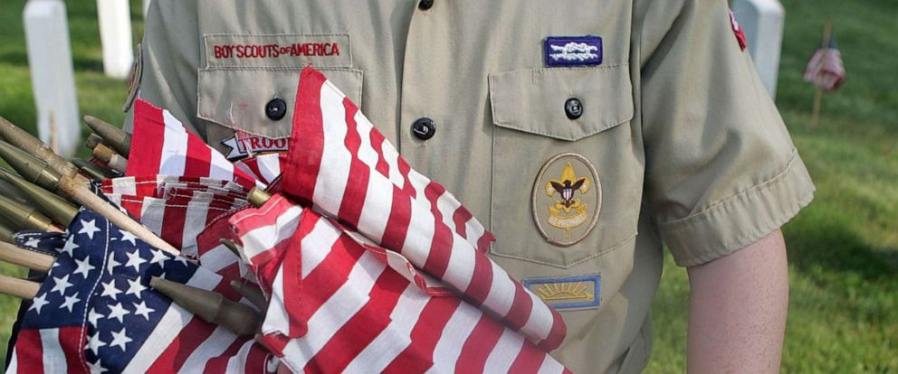 PHOTO: A Boy Scout holds flags, May 26, 2007, in Louisville, Key.
