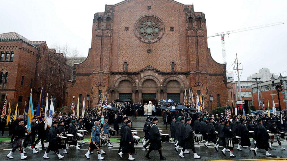 Θρηνεί αξιωματικοί συγκεντρώνονται στην κηδεία δολοφονημένου Jersey City ντετέκτιβ