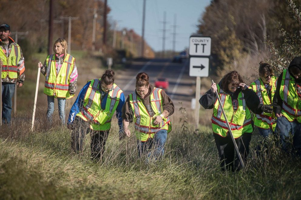 PHOTO: A group of volunteers search the area along Highway 8, Oct. 18, 2018, in Barron, Wis., near the home where 13-year-old Jayme Closs lived with her parents.