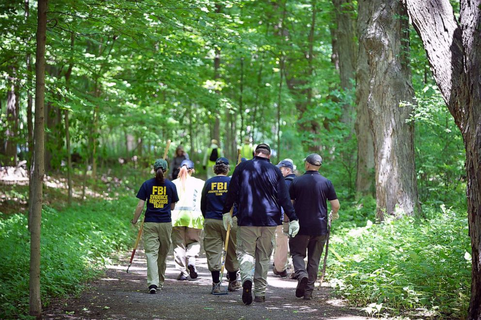 PHOTO: The FBI and police search the woods inside Wavenly Park for the remains of Jennifer Dulos, in New Canaan, Conn., June 3, 2019.