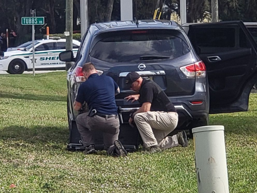 PHOTO: Police respond to the scene of a shooting in a SunTrust bank branch in Sebring, Fla., Jan. 23, 2019.