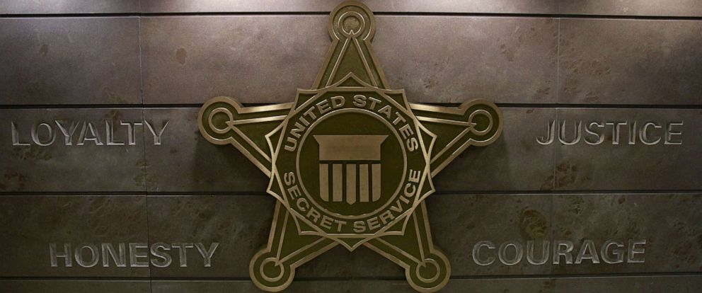 PHOTO: The U.S. Secret Service insignia is pictured on a wall at the Secret Service headquarters in Washington, D.C., October 5, 2015.