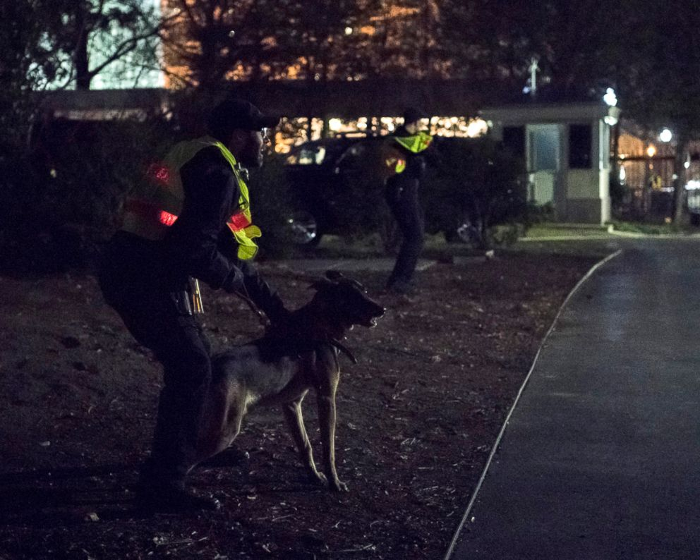 PHOTO: U.S. Secret Service holds first full scale training exercise on the White House grounds on the morning of Dec. 22, 2017.