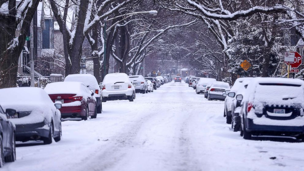Cars, covered with snow, are seen during snowfall in Chicago, Dec.24, 2017. The most snowfall the Chicago area has seen on December 24 was in 1918, when more than 7 inches of snow accumulated.