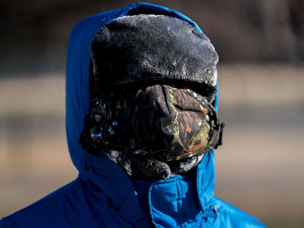 PHOTO: A boy has his face bundled against temperatures in the teens on the National Mall, Dec. 28, 2017, in Washington.