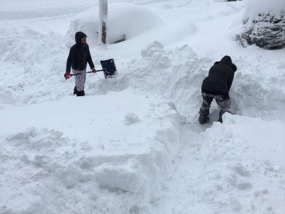 Over 5 feet of snow falls in new york pennsylvania cold - What temperature to keep house in winter when gone ...