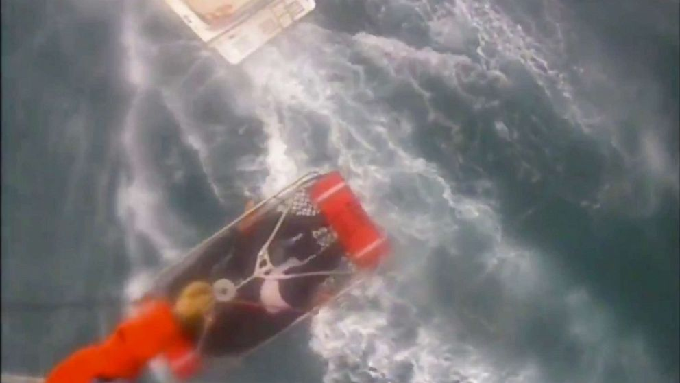サーファーのように襲われるサメのオフ海岸の南カリフォルニア