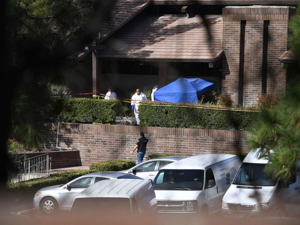 PHOTO: Investigators work at the scene of a mass shooting at the Borderline Bar & Grill in Thousand Oaks, Calif., November 8, 2018.