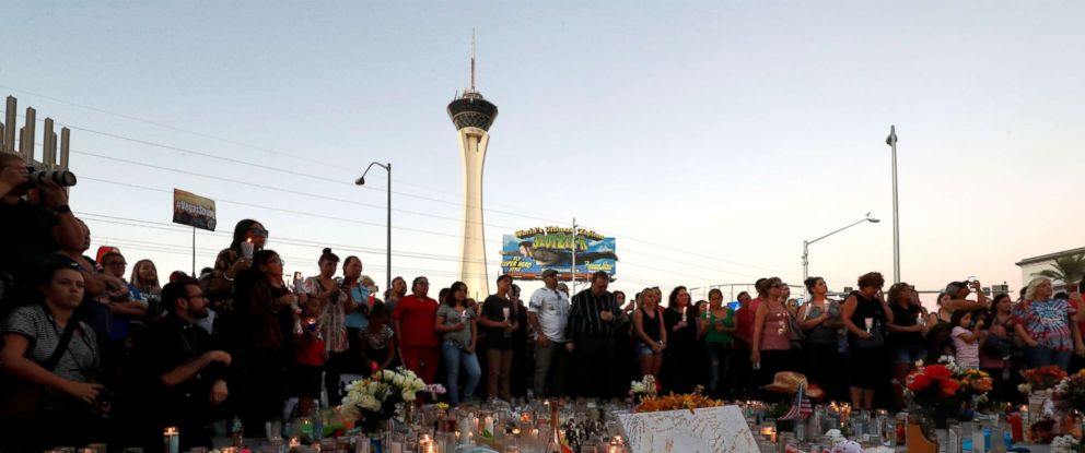PHOTO: Hundreds of people attend a vigil marking the one-week anniversary of the Oct. 1, mass shooting in Las Vegas, Oct. 8, 2017.