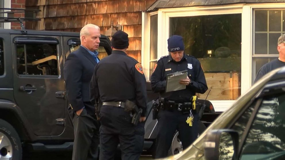 PHOTO: A skeleton was discovered in the basement of a home on Long Island in N.Y., Nov. 1, 2018.