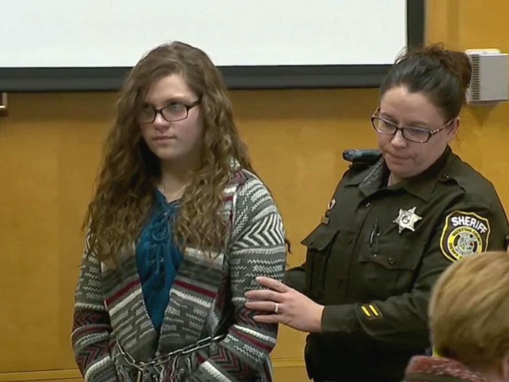 PHOTO: Anissa Weier appears in court, Dec. 21, 2017.