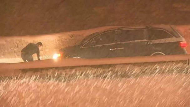 https://s.abcnews.com/images/US/snoqualmie-snow-komo-mo-20181223_hpMain_16x9_608.jpg