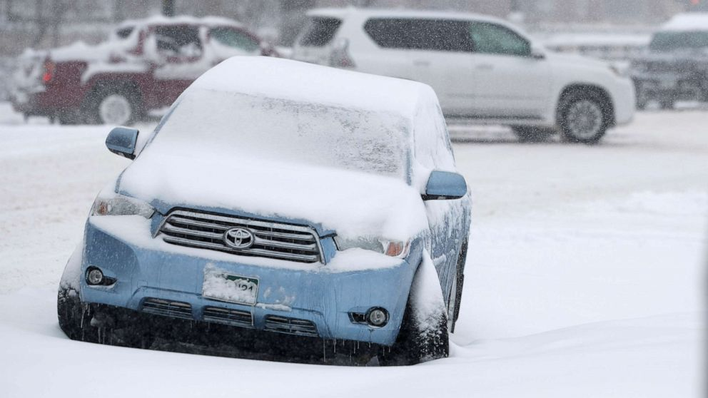 Snow pummels Midwest, storm barrels through West Coast on busiest travel day of year thumbnail