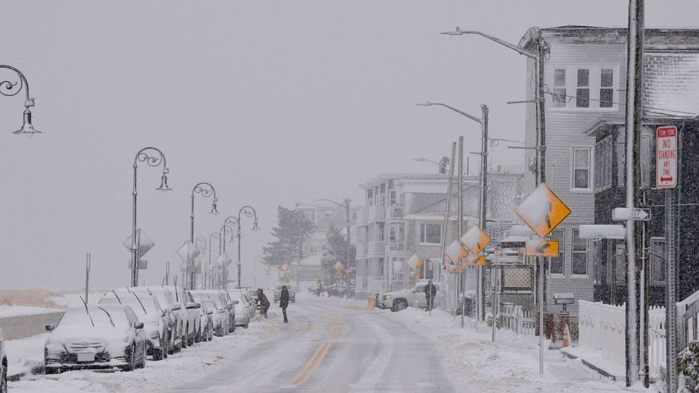 Schools close in Northeast as snowstorm pummels New England: The latest thumbnail