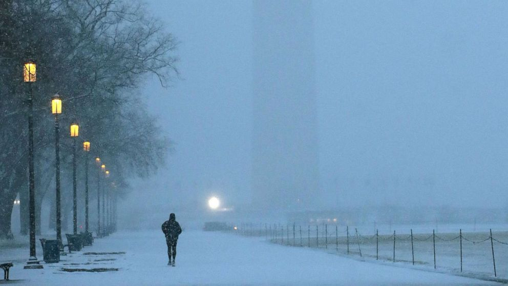 https://s.abcnews.com/images/US/snow-dc-gty-ml-190220_hpMain_16x9_992.jpg
