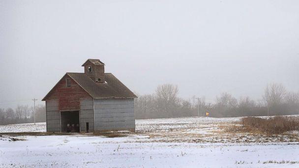 https://s.abcnews.com/images/US/snow-illinois-gty-ml-190118_hpMain_16x9_608.jpg