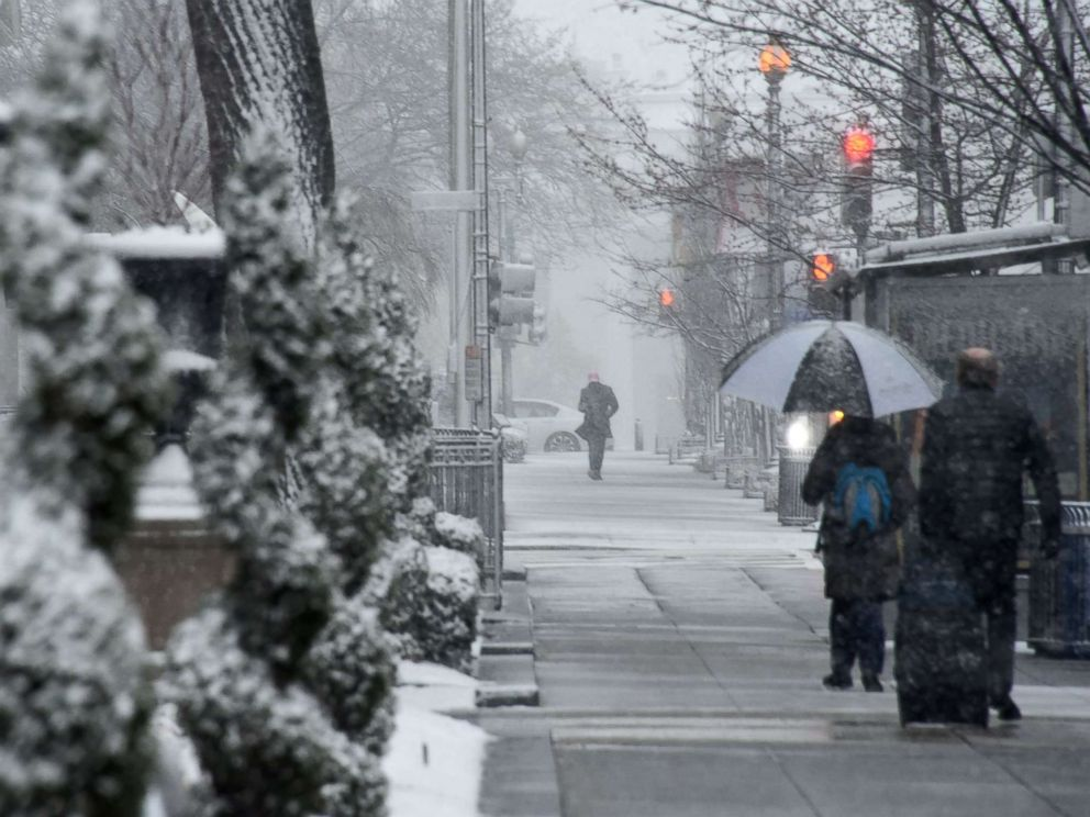 Spring nor'easter slams East Coast: Snow, winds to pummel