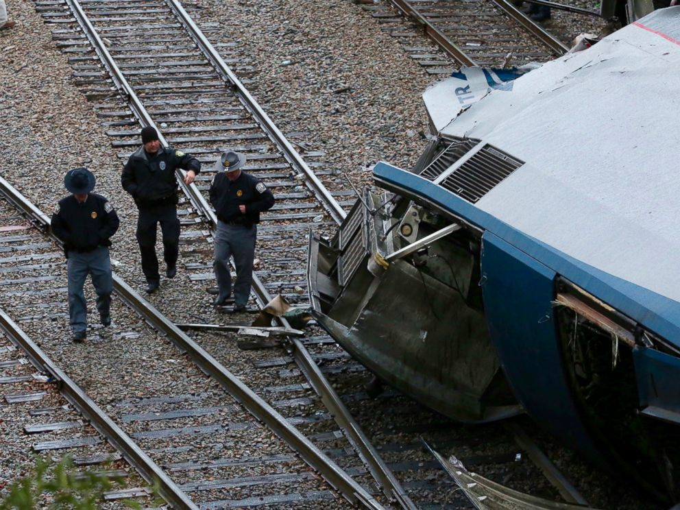 PHOTO: Authorities investigate the scene of a fatal Amtrak train crash in Cayce, S.C., Feb. 4, 2018.