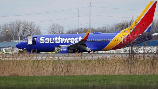 https://s.abcnews.com/images/US/southwest-emergency-landing-ap-ps-180417_hpMain_16x9_608.jpg