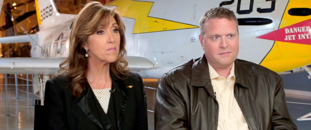 PHOTO:Southwest Airlines pilot Tammie Jo Shults and copilot Darren Ellisor.