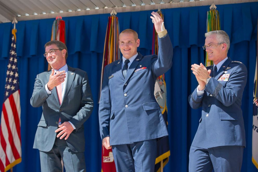 PHOTO: Defense Secretary Ash Carter gestures towards Airman 1st Class Spencer Stone, center, before receiving the Airmans Medal and Purple Heart medal during a ceremony at the Pentagon, Sept. 17, 2015.