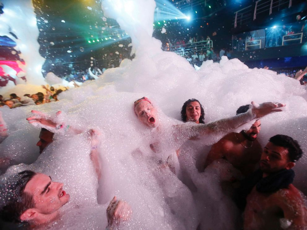 PHOTO: Partygoers dance in foam at a nightclub in the Caribbean resort city of Cancun, Mexico, March 16, 2015.