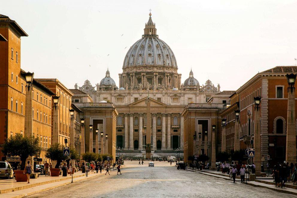 PHOTO: St. Peters Basilica in Vatican City.