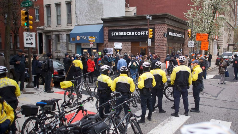 https://s.abcnews.com/images/US/starbucks-protest-01-as-gty-180415_hpMain_16x9_992.jpg