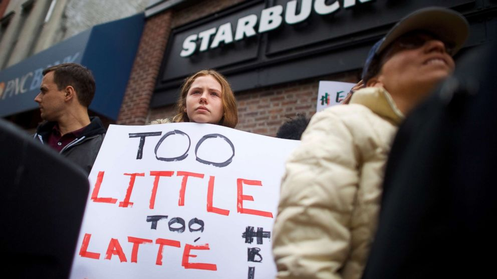 Starbucks manager who made call resulting in black men's arrests no ...