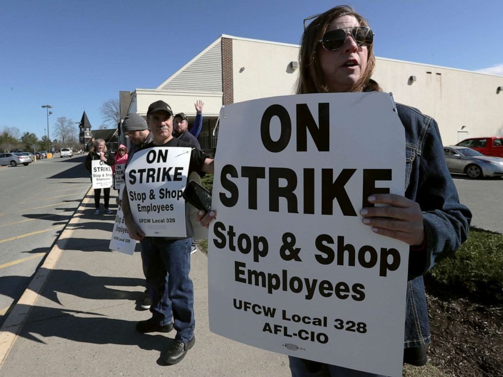 PHOTO:Union workers picket outside a Stop & Shop supermarket, April 11, 2019, in Norwell, Mass., after workers walked off the job in Massachusetts, Rhode Island and Connecticut over stalled contract negotiations.