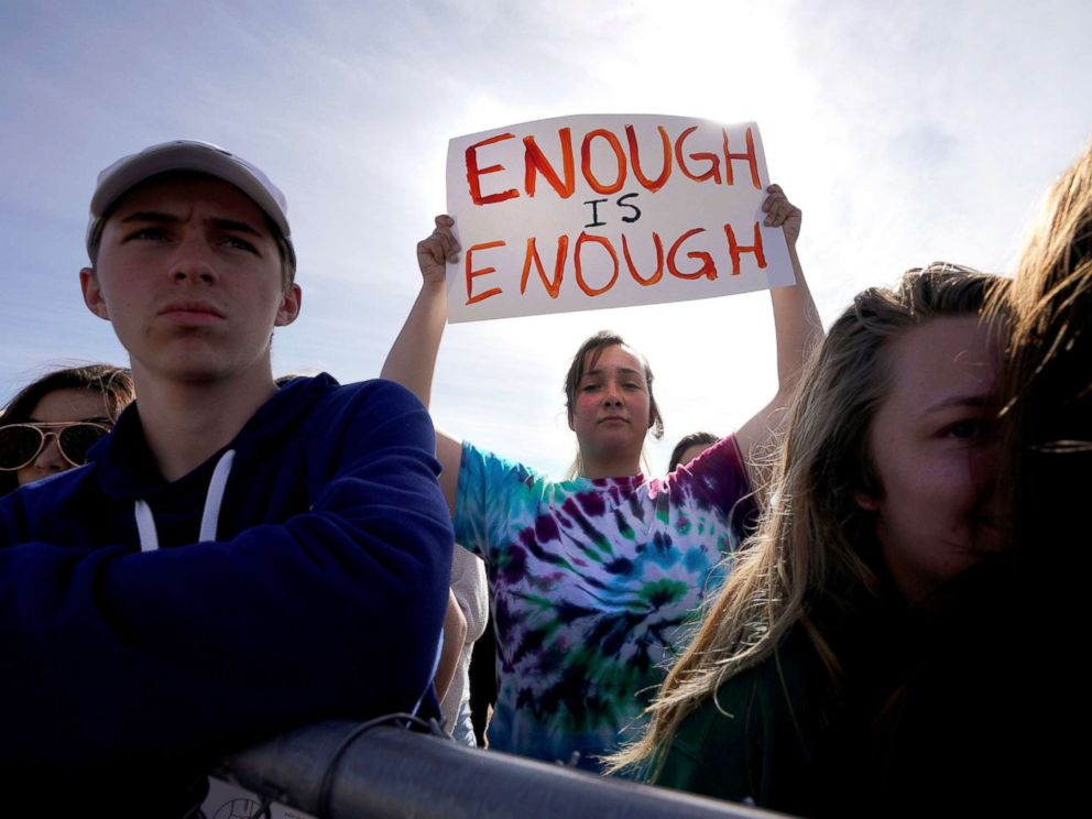 PHOTO: Columbine High School Leader Leah Zunder signals the 17 students and staff attending Marjory Stoneman Douglas High School in Parkland, Florida, Littleton, on March 14 during a National School walk-through. Colorado, were killed. 2018.