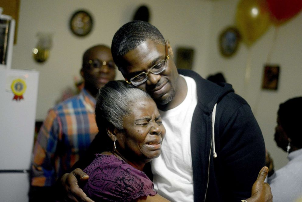 PHOTO: Sundhe Moses, 37, reunited with h is mother Elaine at his mothers home in Brooklyn, Dec. 3, 2013.