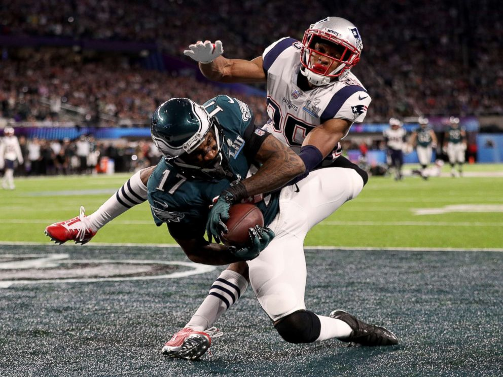 PHOTO: Alshon Jeffery, 17, of the Philadelphia Eagles catches a 34 yard pass, over Eric Rowe, 25, of the New England Patriots, for a touchdown during the first quarter in Super Bowl LII at U.S. Bank Stadium on Feb. 4, 2018 in Minneapolis.