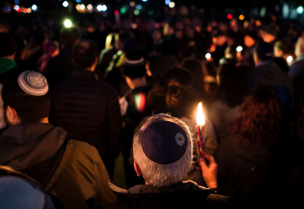 PHOTO: Members and supporters of the Jewish community come together in front of the White House for a candlelight vigil, in remembrance of those who died earlier in the day during a shooting at the Tree of Life Synagogue in Pittsburgh, Oct. 27, 2018.
