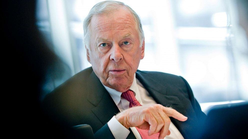 Texas tycoon T. Boone Pickens has died at age 91 thumbnail