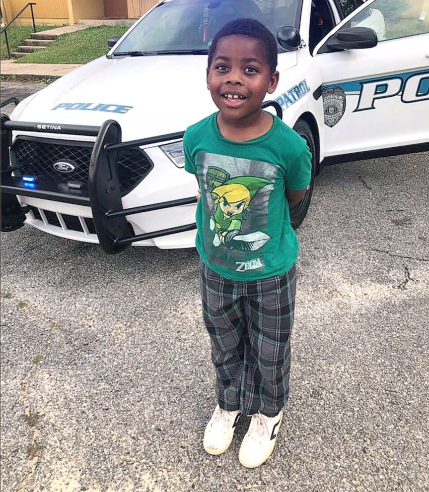 6-year-old befriends police officer after calling 911