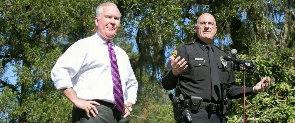 PHOTO: Mayor Bob Buckhorn and Interim Police Chief Brian Dugan address the media at a press conference at Giddens Park in the Seminole Heights neighborhood in Tampa, Fla., Oct. 25m 2017.
