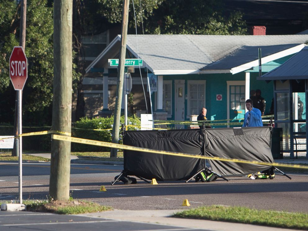 PHOTO: Law enforcement agents investigate a fatal shooting in the Seminole Heights neighborhood in Tampa, Fla., Nov. 14, 2017.  Cops to suspected serial killer: 'We know it's you. Can you please tell us why?' tampa homicides 02 ap jc 180123 4x3 992