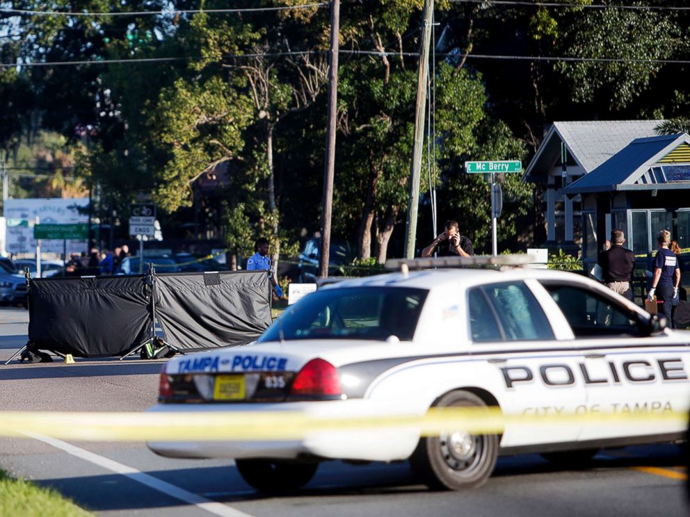 PHOTO: Law enforcement agents investigate a fatal shooting in the Seminole Heights neighborhood in Tampa, Fla., Nov. 14, 2017.