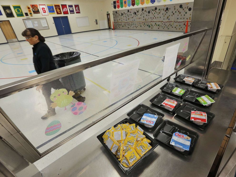 PHOTO: The cafeteria of Kyrene De Las Lomas Elementary School is empty but remains open for students, April 26, 2018, in Phoenix.