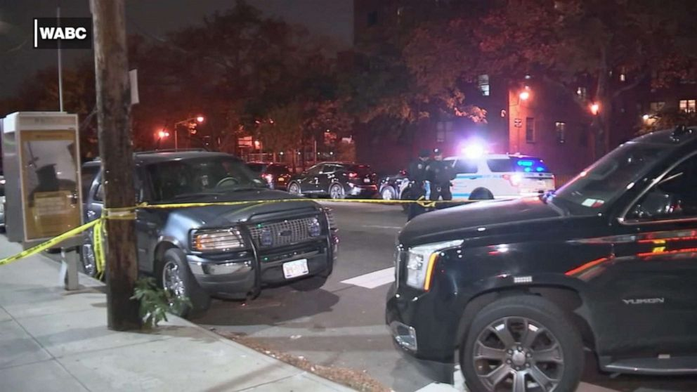 PHOTO: Police investigate a shooting near the Baisley Park Houses in Queens, New York, that killed a 14-year-old who was playing basketball.