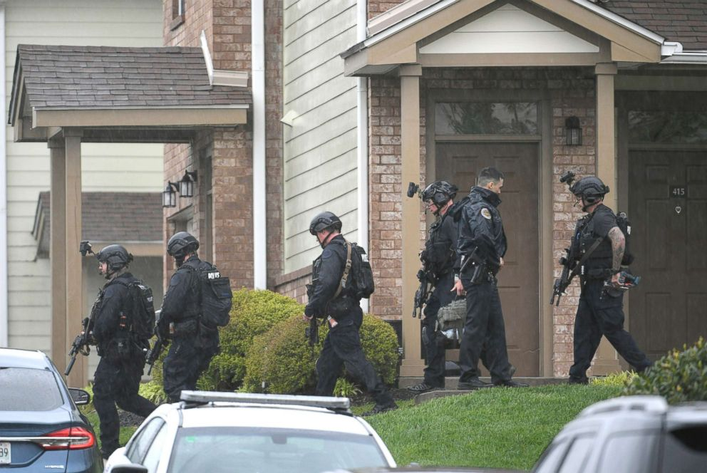 PHOTO: Metro Nashville Police swat team members leave the apartment of suspect Travis Reinking after a gunman opened fire killing four people at a Waffle House in Antioch early, April 22, 2018.