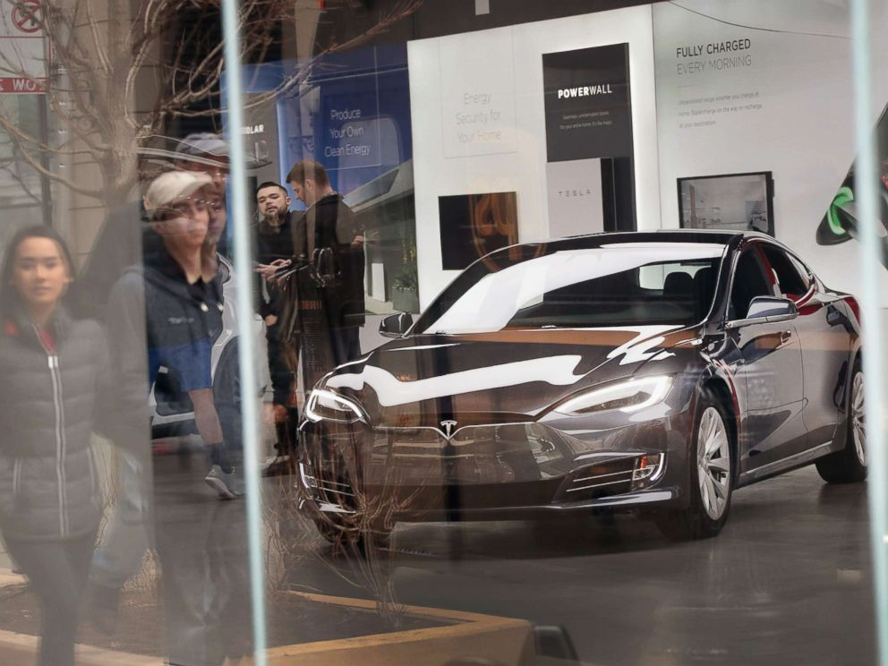 PHOTO: A Model S sits on the showroom floor at a Tesla dealership on March 30, 2018, in Chicago, Ill.