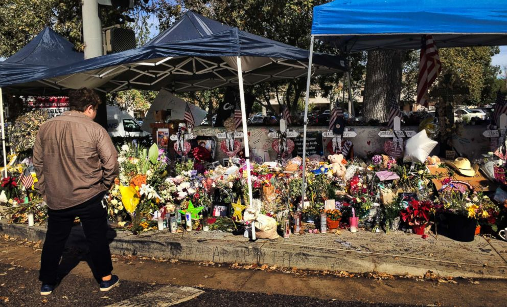 PHOTO: A passerby stops to look over a street side memorial to the shooting victims of the Borderline Bar in Thousand Oaks, Calif., Nov. 27, 2018.