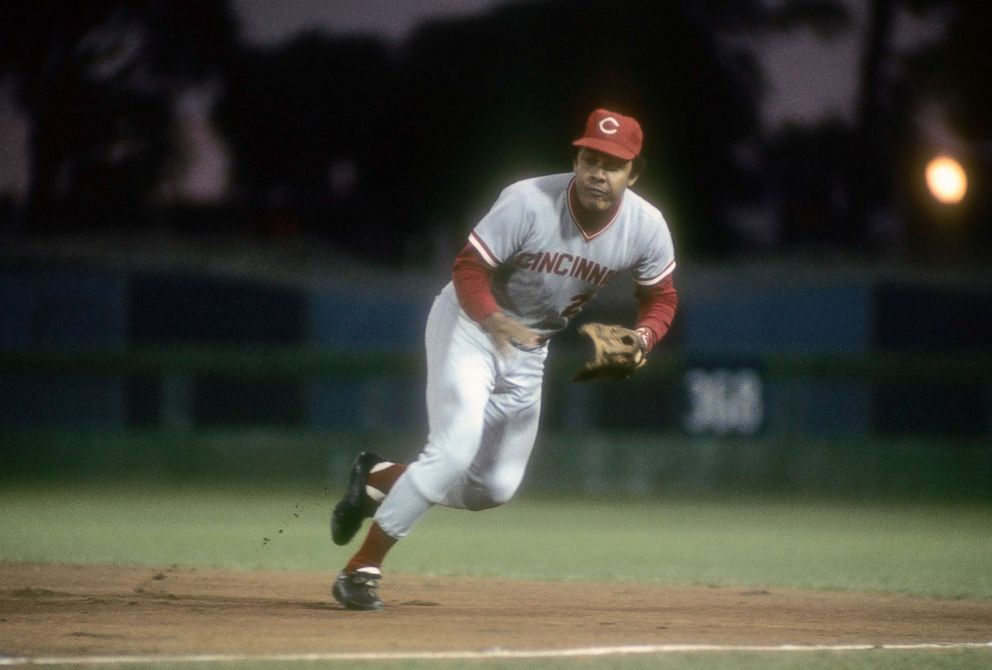 PHOTO: First Baseman Tony Perez #24 of the Cincinnati Reds goes to his left to make a play on the ball against the New York Mets at Shea Stadium, circa 1972.