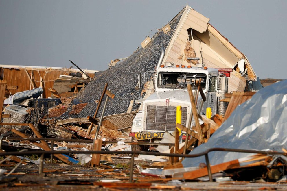 PHOTO:A mobile home lies on its side after a trailer park was partly destroyed by a tornado in El Reno, Okla., May 26, 2019.