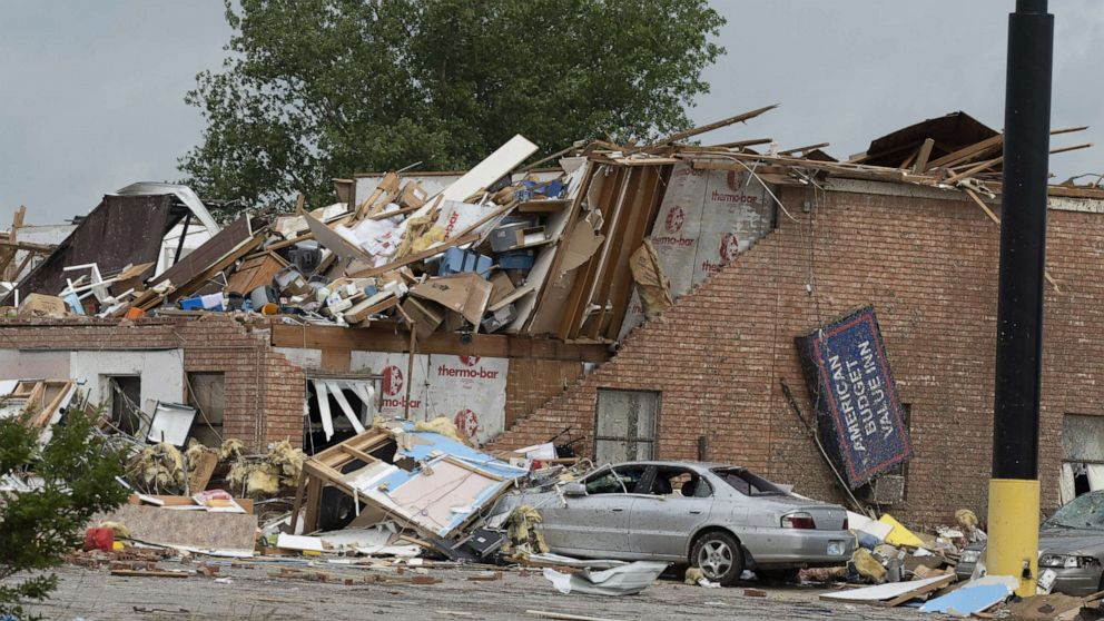 2 dead, 29 hurt as tornado destroys hotel, trailer park in Oklahoma